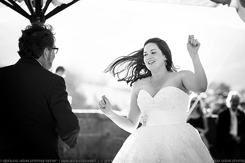 destination-wedding-photographer-dancing