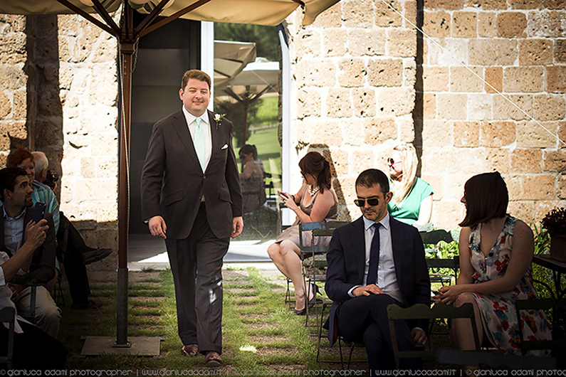 destination-wedding-photos-groom