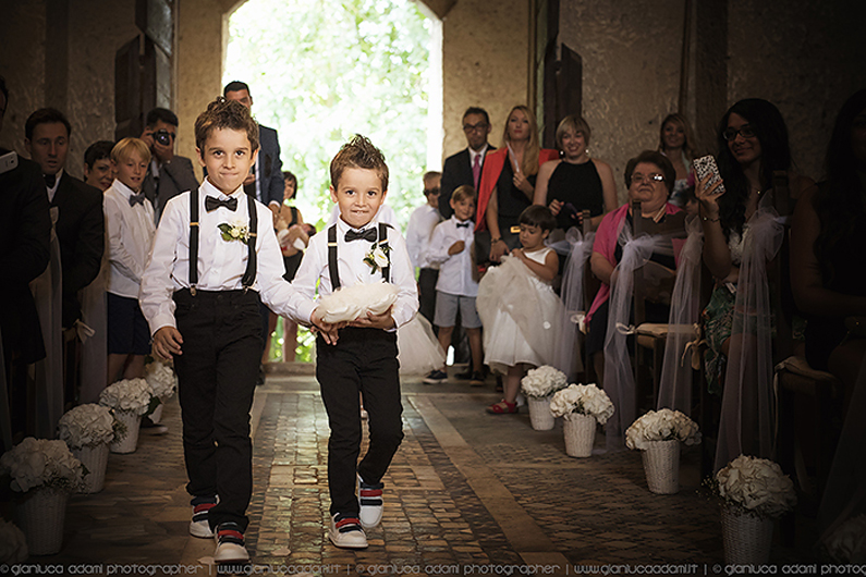 gianluca-adami-wedding-ceremony-la-badia-orvieto-ring-bearer