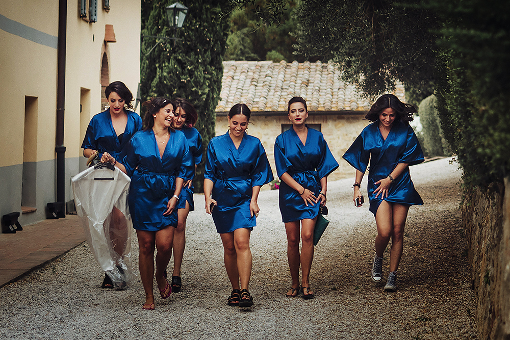 creative wedding photographer in tuscany